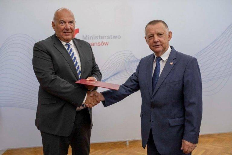 Botanik, zoolog czy geolog a do tego wykształcenie średnie? Niejasności w życiorysie ministra finansów: kim tak naprawdę jest Tadeusz Kościński.