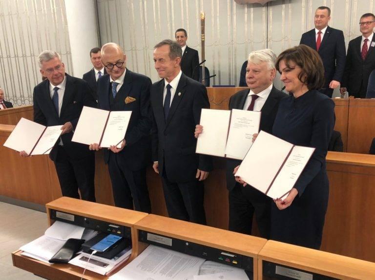 Po raz pierwszy od 30 lat Senat w rękach opozycji! PSL i Lewica mają swoich marszałków